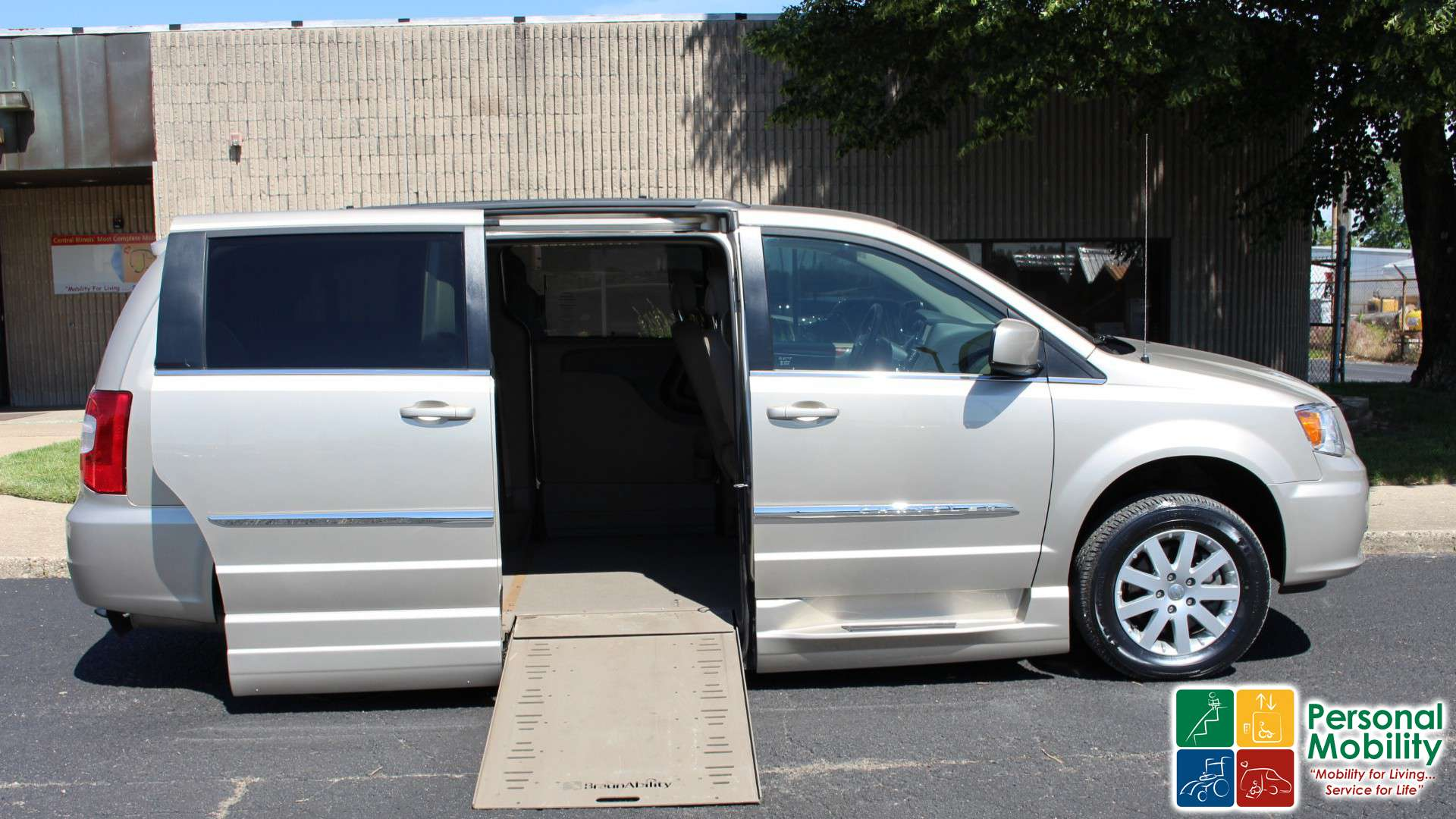 information photos country exterior passenger limited van town oem chrysler and co rq minivan zombiedrive