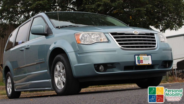 2010 Chrysler Town and Country BraunAbility Chrysler Entervan IIwheelchair van for sale