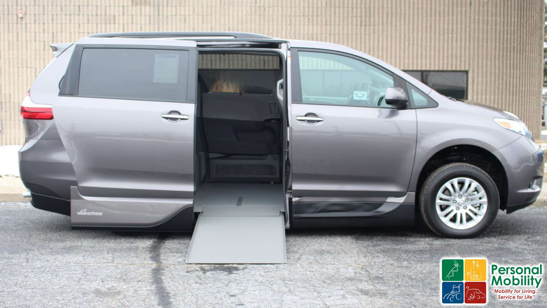 Toyota Sienna 2010-2018 Owners Manual: Unlocking and locking the doors from the outside