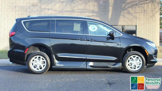 2017 Chrysler Pacifica VMI Chrysler Pacifica Northstar Access360 by VMIwheelchair van for sale