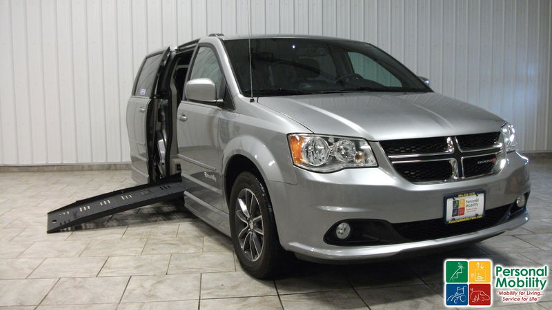 c18b2fc9719c 2017 Dodge Grand Caravan BraunAbility Dodge Entervan IIwheelchair van for  sale