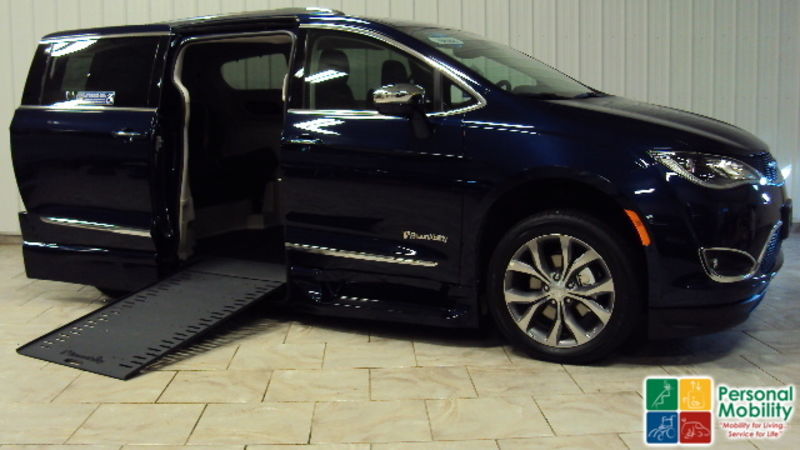 2019 Chrysler Pacifica BraunAbility Chrysler Pacifica Infloorwheelchair van for sale